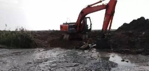 挖掘机新手在学开挖机时要注意些什么?