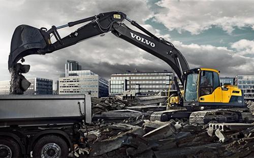 沃尔沃220D挖掘机.jpg
